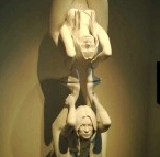 kate_moss_yoga_statue_dwi_pada