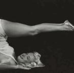 Marilyn_Monroe-yoga-halasana