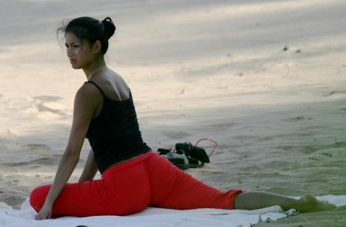 nicole_scherzinger_yoga