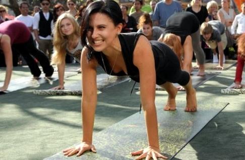 Hilaria Baldwin Yoga