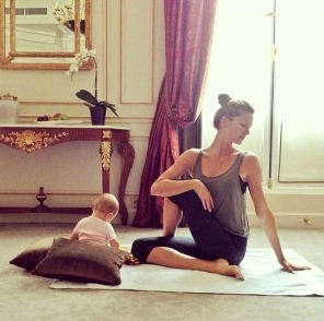 gisele-bundchen-mom-yoga